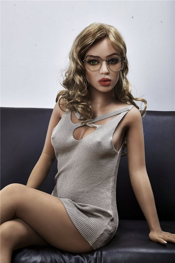 Akiesha real doll sex